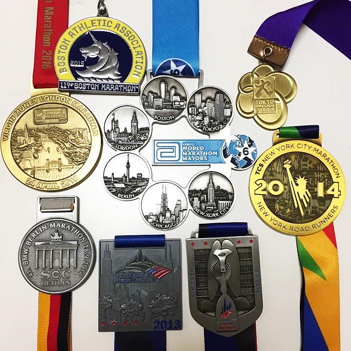 Six Star達成後にもらえる特別な6-starメダル(中央)と各大会の完走メダル